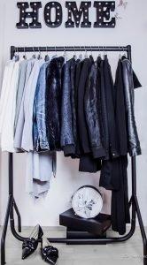 3 Schritte zum perfekten Kleiderschrank. Wie du am besten vorgehst, sortierst und auch am besten wieder einräumst. Noch mehr Tipps und Tricks auf meinem Fashionblog Be Sassique + Kleiderbügel DIY