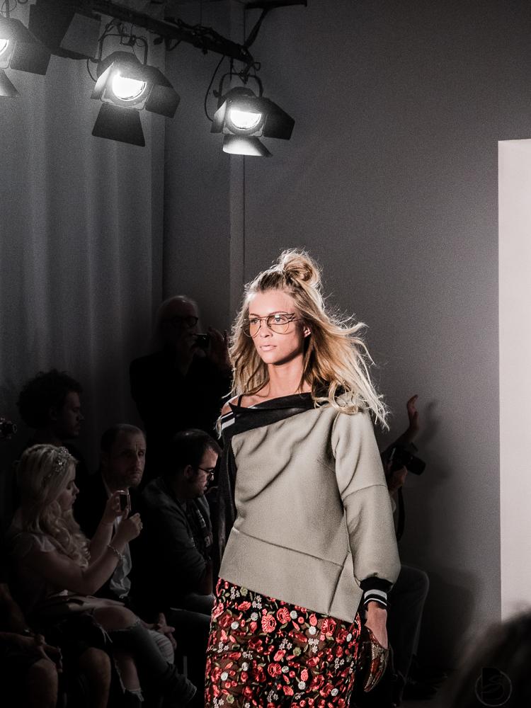 Rebekka Ruetz Fashion Show auf der Mercedesbenz Fashion Week 2017. Fashion Week Tickets und meine Erfahrungen zur den Modenschauen der Fashion Week. Welche Shows sollte man auf der Fashion Week sehen. Coole Fashion Week Sideevents Model: Serlina von Germany next Topmodel. By Be Sassique Modeblog aus München #fashionweek #fashionweekberlin #mbfw #fashionweek 2017 #mbfwberlin2017 #mbfwb
