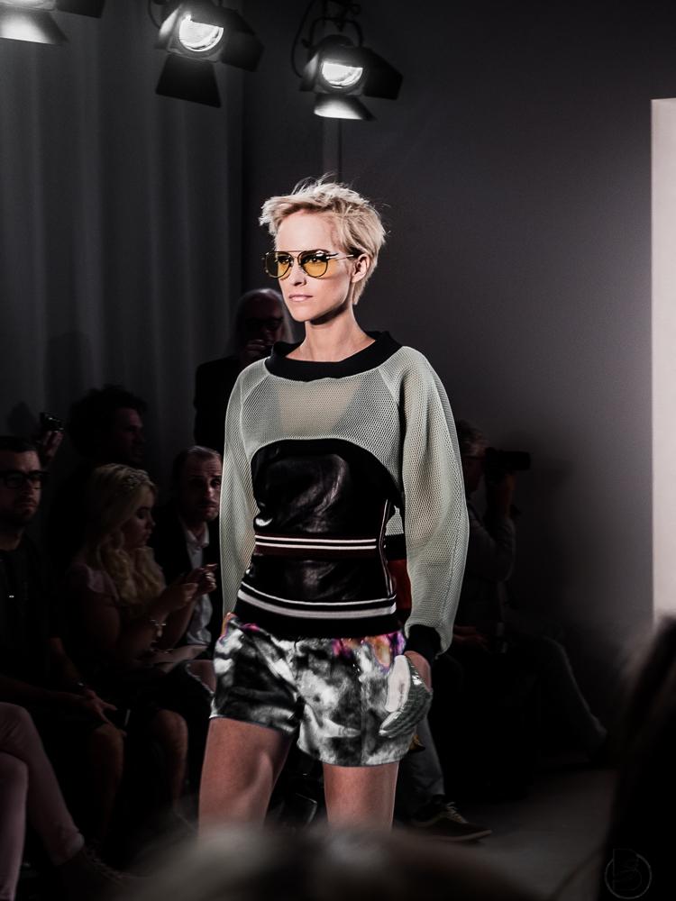 Rebekka Ruetz Fashion Show auf der Mercedesbenz Fashion Week 2017. Fashion Week Tickets und meine Erfahrungen zur den Modenschauen der Fashion Week. Welche Shows sollte man auf der Fashion Week sehen. Coole Fashion Week Sideevents. By Be Sassique Modeblog aus München #fashionweek #fashionweekberlin #mbfw #fashionweek 2017 #mbfwberlin2017 #mbfwb