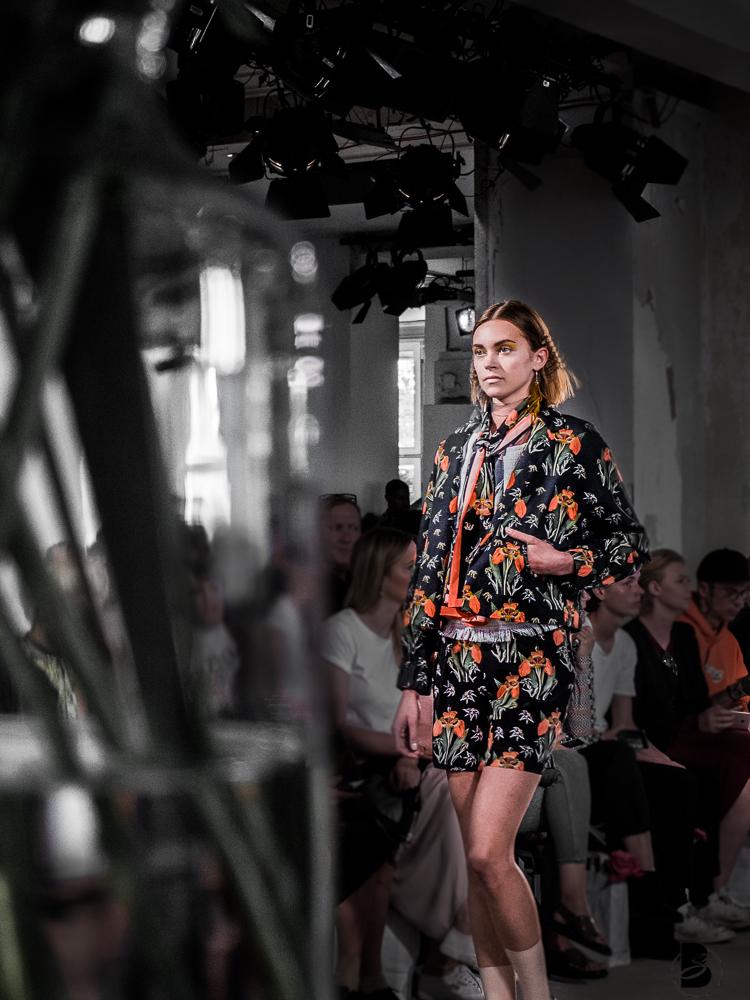 Steinrohner Fashion Show auf der Mercedesbenz Fashion Week 2017. Fashion Week Tickets und meine Erfahrungen zur den Modenschauen der Fashion Week. Welche Shows sollte man auf der Fashion Week sehen. Coole Fashion Week Sideevents. By Be Sassique Modeblog aus München #fashionweek #fashionweekberlin #mbfw #fashionweek 2017 #mbfwberlin2017 #mbfwb