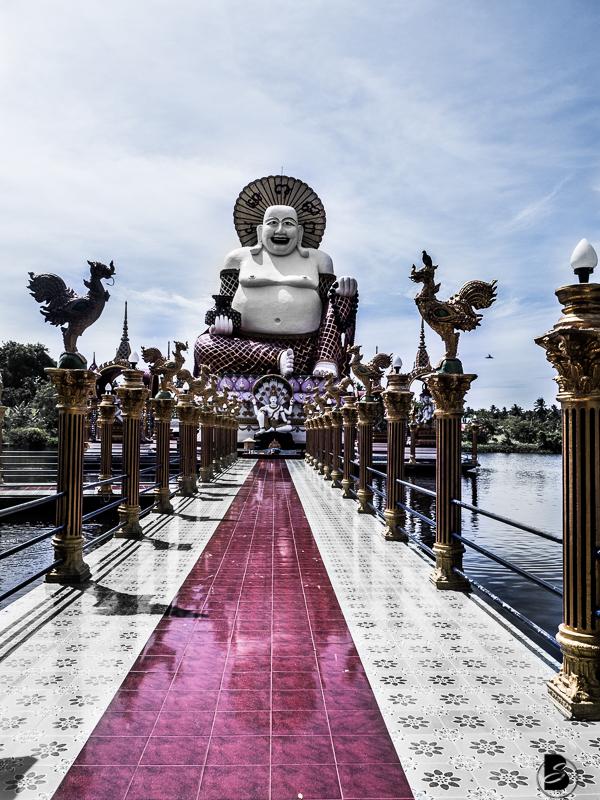 Things to do in Koh Samui Neben tollen Stränden hat Koh Samui auch etliche Sehenswürdigkeiten zu bieten-vom Big Buddha und die Wat Plai Leam Tempelanlage über den Secret Buddha Garden bis hin zu Nachtmärkten und den versteinerten Geschlechtsteilen von Hin Ta und Hin Yai. Klick für mehr Koh Samui Sightseeing Tipps auf www.besassique.com