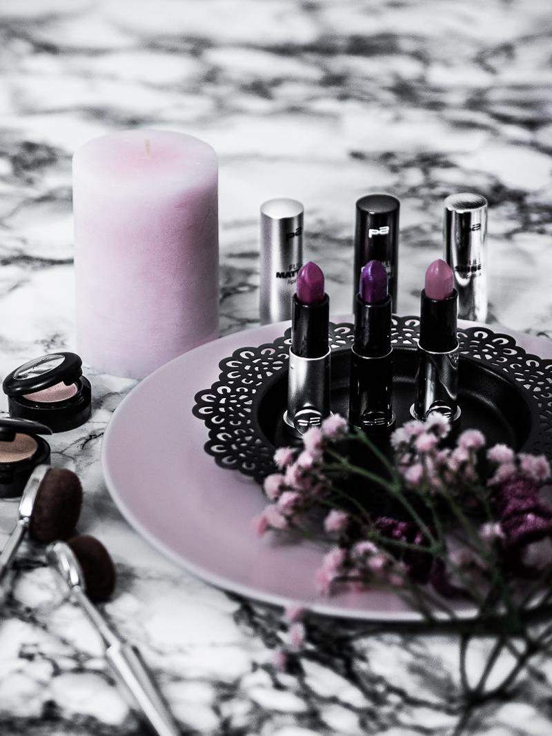Neben klassischem rotem Lippenstift gibt es im Winter 2017/2018 auch neue Lippenstift Trend Farben und Techniken. Lippenstift Trends vom Lippenstift für den Alltag in Dunkelrot und Beere bis hin zu dem perfekten Lippenstift für helle Haut. #Beautyprodukt #Lippenstift #Lippenstiftauftragen #lippenstiftrends