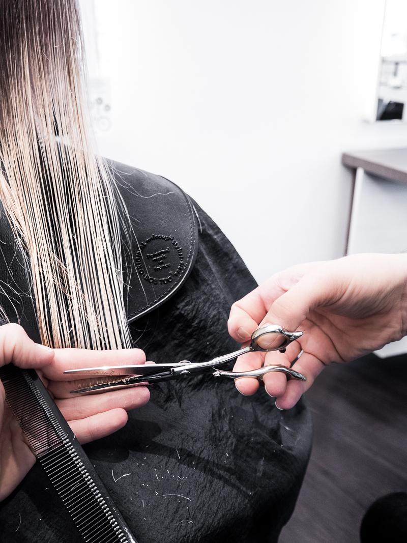 Mein Friseurbesuch bei J7 München Altstadt - einem Luxus Friseur der Extraklasse. Neben Schneiden, Färben und Styling werden hier auch Extensions von Hairdreams gesetzt. Extension Tipps und Tricks, Extension Pflege für die Hairdreams Quikkies Mehr auf www.besassique.com - Beautyblog München