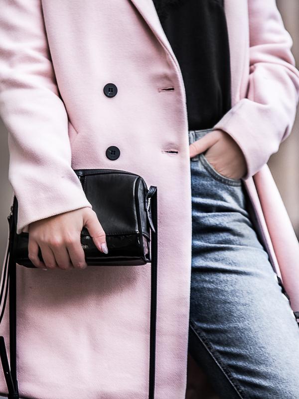 Frühlingsmodetrends 2018 Top 5 Mode-Tends im Frühling 2018: Eines vorweg, langweilig wird die Mode 2018 definitiv nicht. Transparenz, Pastell und Denim gehören zu den Mode-Trends im Frühling 2018 und die Mode-Trends haben im Frühling 2018 noch einiges mehr in petto. Egal ob direkt vom Laufsteg oder aus dem Kleiderschrank der Start. Auf Be Sassique verpasst du keine Trends.