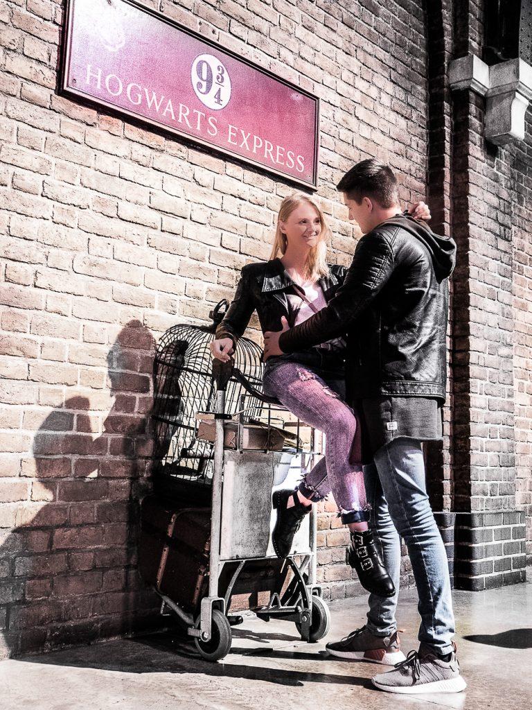 Meine persönlichen und ausgefallenen London Sightseeing Tipps. Von den Klassikern wie Big Ben, London Eye und der Towerbridge, über echtes Hollywoodfeeling bei Madame Tussauds oder in den Warner Bros Studios bei Harry Potter bis hin zu leckeren Cafes wie Peggy Porschen und Milk Train - hier ist für jeden etwas dabei Be Sassique - Reiseblog aus München