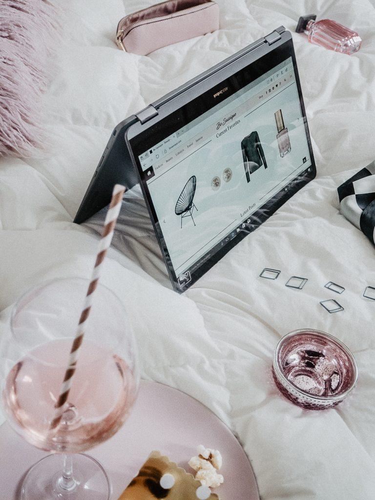 Das ASUS ZenBook Flip S lässt sich dank der 2 in 1 Funktion als Laptop und als Tablet verwenden. Doch das ASUS ZenBook Flip S begeistert mit noch viel mehr.